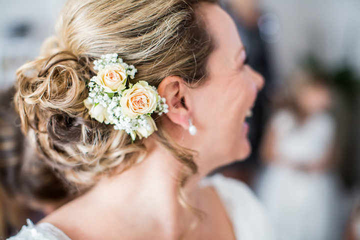 Haarcorsage van de bruid