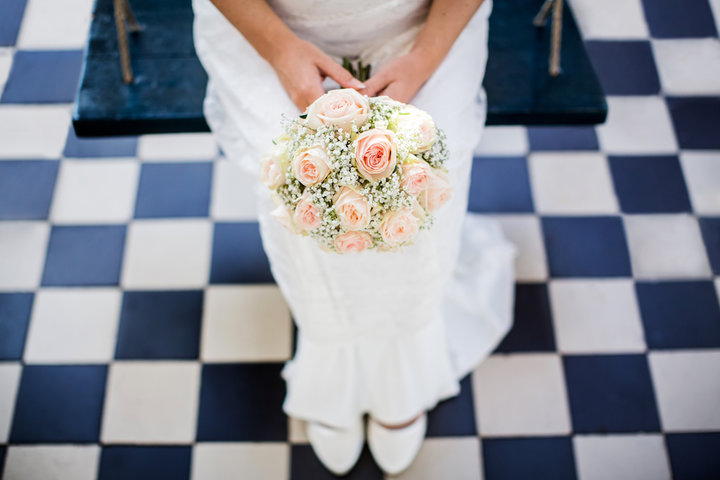 Bruidsboeket met een speciale weddingroos en gipskruid